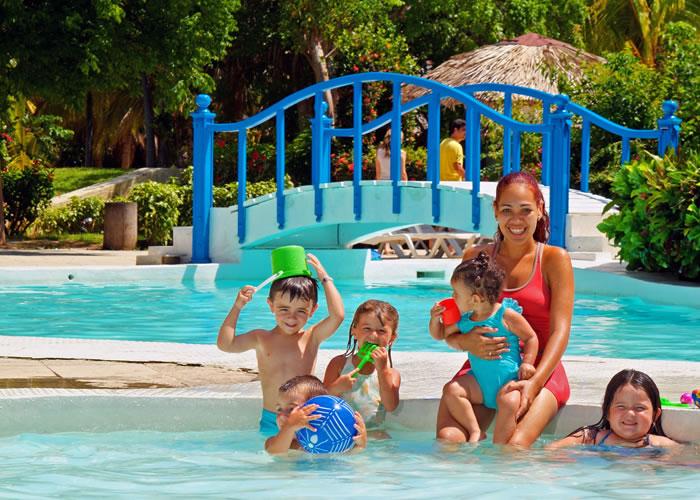 Долгожданный дельфинарий в Харькове и летний отдых с детьми на Кубе