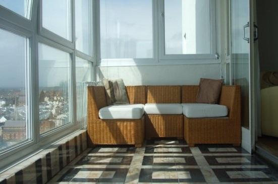 Основные преимущества отделки балкона под ключ